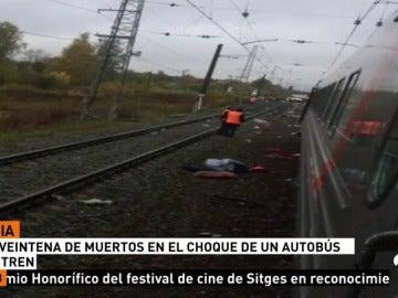 Al menos 19 muertos al ser arrollado un autobús por un tren en Rusia