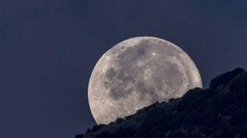La luna llena se asoma (06-10-2017)
