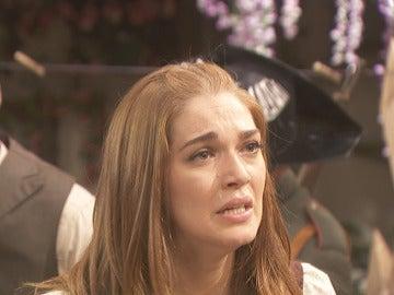 Julieta trata de evitar la detención de Saúl
