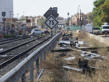 Aspecto de las vías a la altura del paso a nivel de Santiago el Mayor, en la ciudad de Murcia