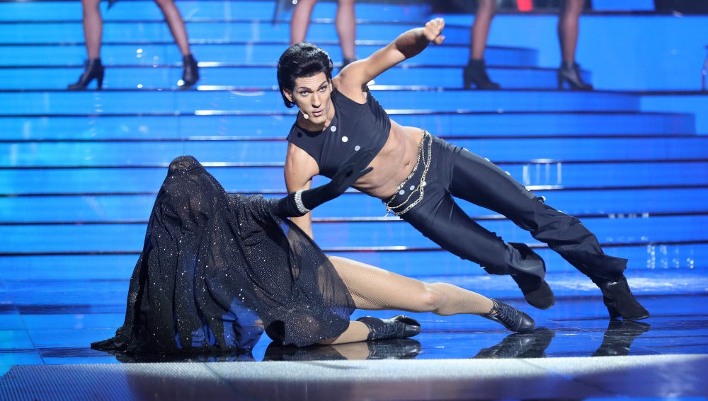 Fran Dieli sube el listón de 'Tu cara me suena' convertido en Prince para versionar 'Kiss'