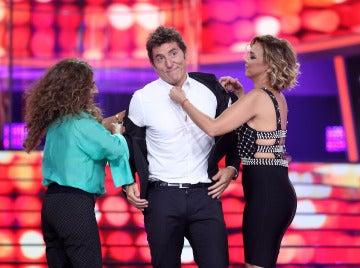 Chenoa y Lolita desnudan a Manel Fuentes en 'Tu cara me suena'