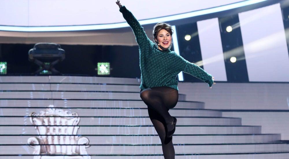 Lucía Gil retrocede en el tiempo para interpretar 'Tengo 17 años' como Rocío Dúrcal