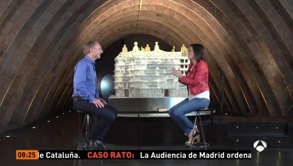 Dan Brown y Mónica Carrillo