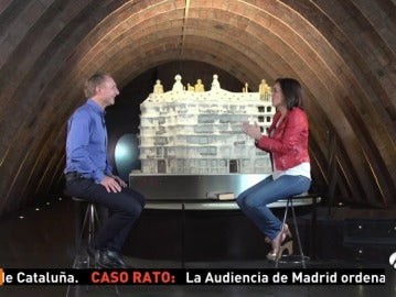 Dan Brown y Mónica Carrillo