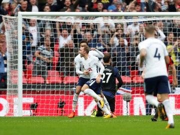 Christian Eriksen celebra el tanto de la victoria del Tottenham Hotspur contra el Bournemouth