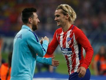 Griezmann y Messi se saludan
