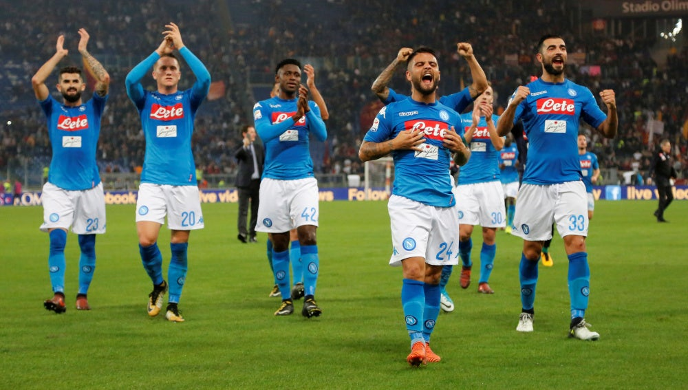 Lorenzo Insigne lidera el acto de agradecimiento de los jugadores del Nápoles a su afición