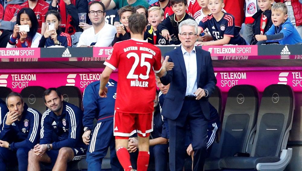 Müller choca los cinco con Jupp Heynckes
