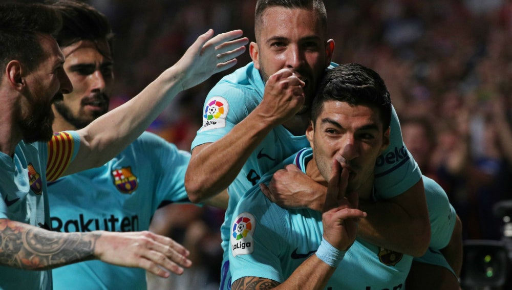 Luis Suárez celebra un gol con rabia