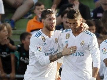 Sergio Ramos trata de animar a Cristiano Ronaldo