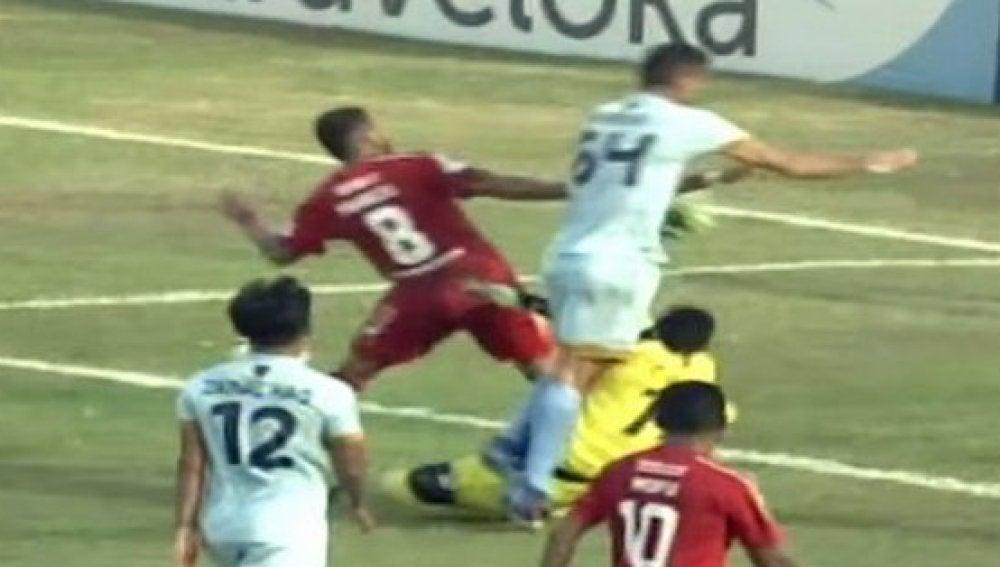 Choque en la liga de Indonesia