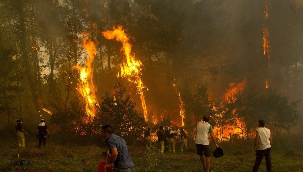 Fuego en la zona de Zamanes, Vigo