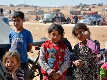 Familias sirias desplazadas de Al Raqqa por la ocupación de Daesh