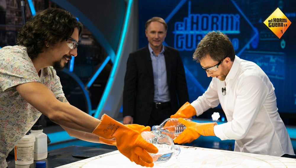 Marron sorprender a Dan Brown con su ciencia