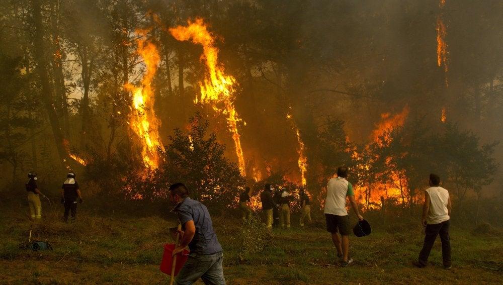 Las llamas arrasan Galicia