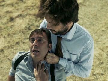 El Profesor se enfrenta cara a cara con Alberto, el exmarido de la inspectora