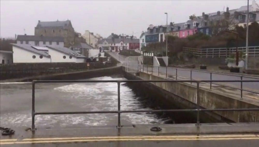 El huracán Ofelia provoca la cancelación de más de 200 vuelos en Irlanda