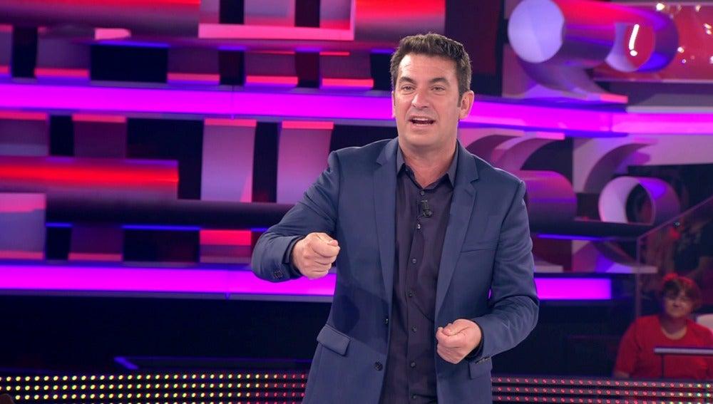 Arturo Valls se pica con un concursante
