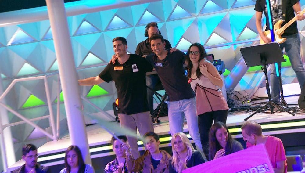 Los concursantes se suben al escenario para bailar con Joaquín Padilla