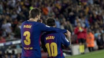 Piqué y Messi celebran un gol en un partido del Barcelona