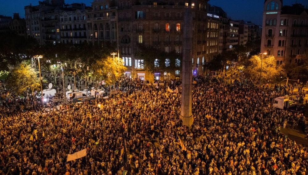 Miles de personas se reúnen en Barcelona