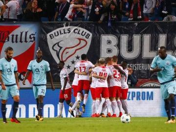 Los jugadores del Leipzig celebran uno de sus goles contra el Oporto