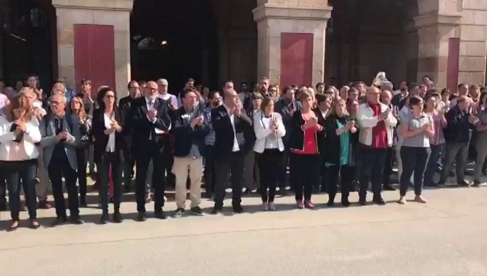 Forcadell y diputados de JxSí, PSC, SíQueEsPot y la CUP se concentran