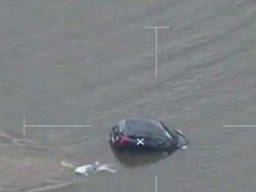 Rescate de una conductora en un río de Sidney