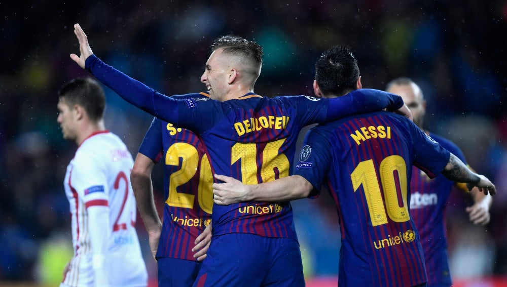 Deulofeu y Messi celebran el 1-0 frente al Olympiacos