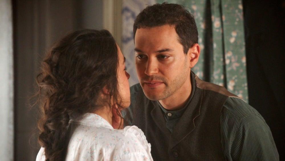 ¿Román, el padre del hijo que espera Raquel?