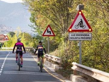 La nueva señal de tráfico que avisará a los coches y camiones de la presencia de ciclistas