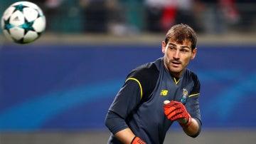 Casillas, durante un entrenamiento con el Oporto