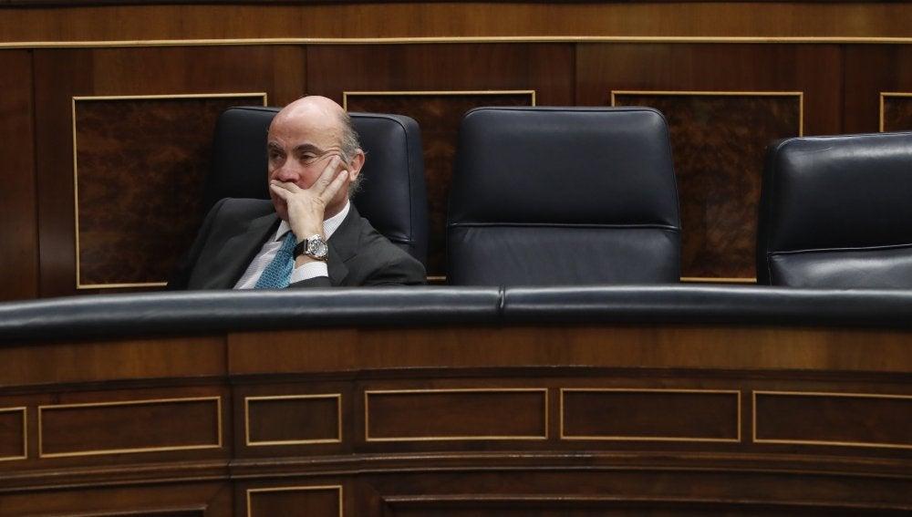 """Guindos pide al Congreso aprobar sin cambios el decreto del cambio de sede para no generar """"dudas"""""""