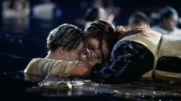Jack y Rose en una de las escenas de 'Titanic'
