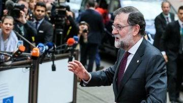 Rajoy a su llegada al inicio de la cumbre del Consejo Europeo en Bruselas
