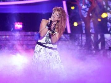 Lucía Jiménez se transforma en Cyndi Lauper para cantar 'Time after time'