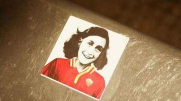 Pegatina de Ana Frank en el Estadio Olímpico de Roma