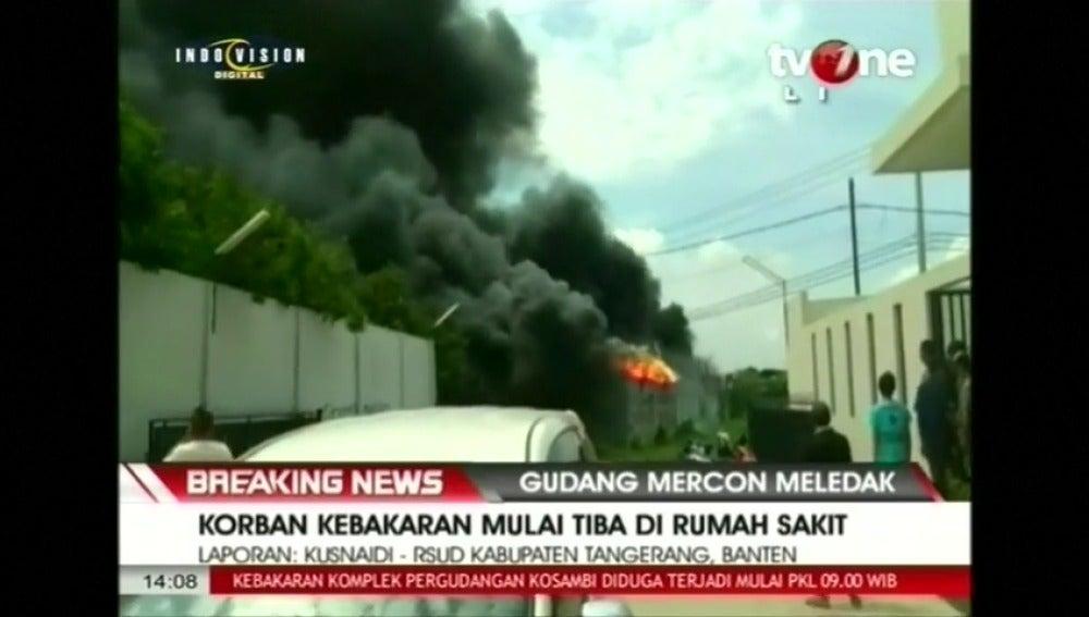 Una explosión y el posterior incendio en una fábrica de fuegos artificiales deja 27 muertos en Indonesia