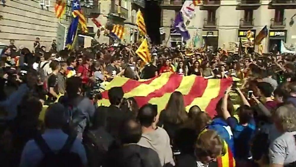 La manifestación de estudiantes llega hasta el Palau de la Generalitat