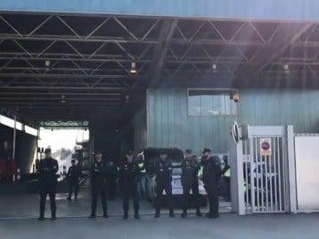 La Policía Nacional intenta impedir que los Mossos quemen documentos en una incineradora de Sant Adrià de Besòs