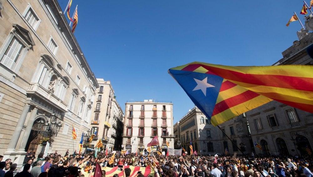 Manifestación frente al Palau de la Generalitat