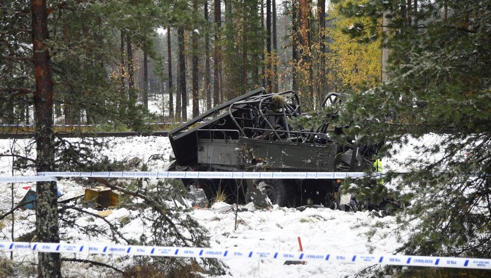 Así ha quedado el vehículo de las Fuerzas Armadas tras chocar con el tren