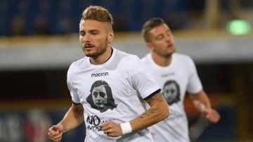 Jugadores de la Lazio con camisetas de Ana Frank