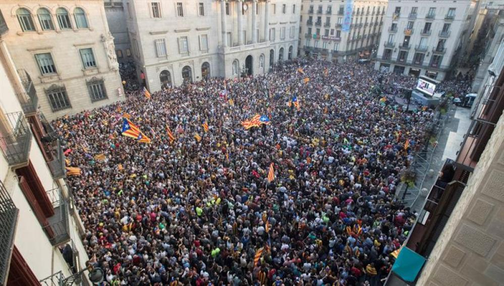 Concentraciones en la plaza de Sant Jaume, en Barcelona