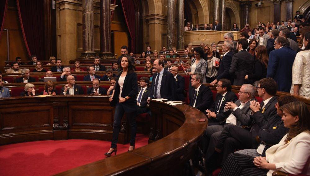 La oposición abandona el Parlament