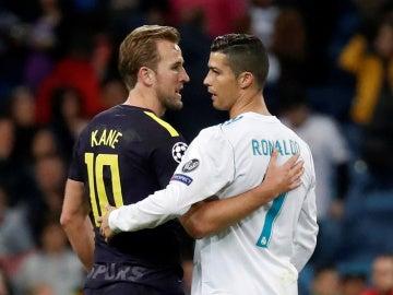 Kane y Cristiano Ronaldo se abrazan tras el Real Madrid - Tottenham