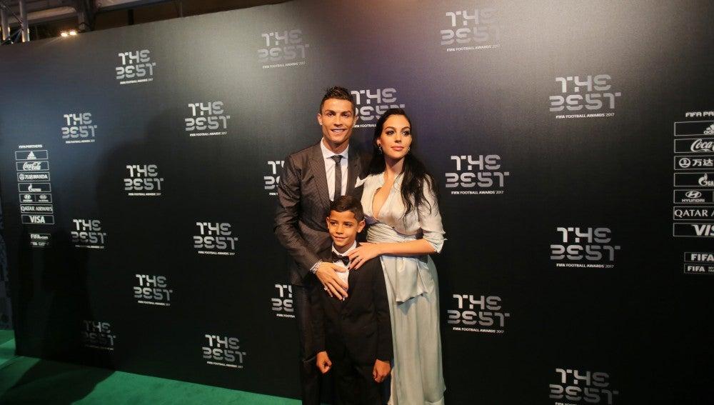 Cristiano Ronaldo, Georgina Rogríguez y Cristiano Ronaldo Jr. en los premios 'The Best'