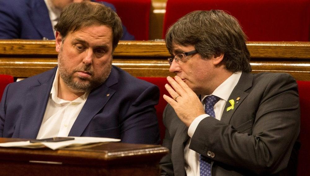 Puigdemont conversa con el vicerpresidente del Govern Oriol Junqueras