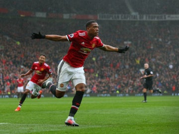 Anthony Martial celebra un gol con el United